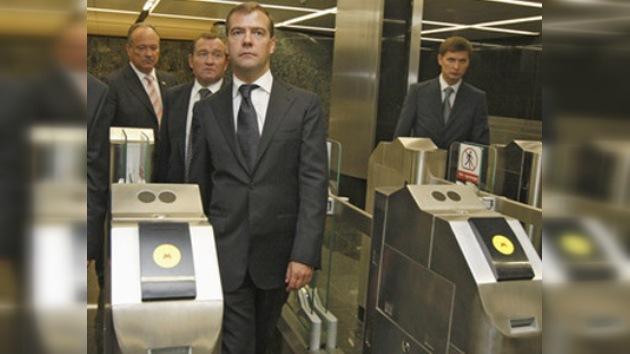 Medvédev enmienda las leyes sobre la seguridad del transporte público