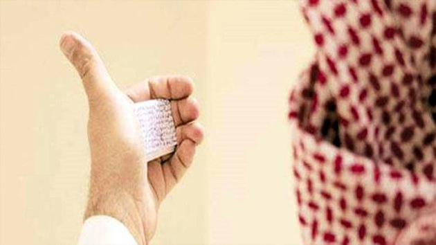 Un saudita descubre en su oído una 'chuleta' que usó 20 años atrás para aprobar