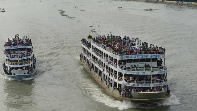 Al menos 14 muertos y 110 personas rescatadas con vida tras el vuelco de un ferry en Bangladés