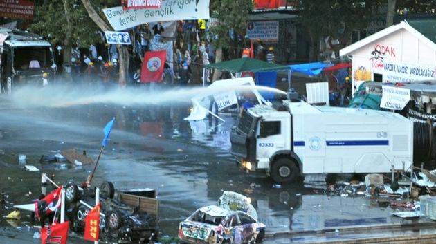 ¿Agua tóxica? Los manifestantes de Estambul sufren reacciones alérgicas