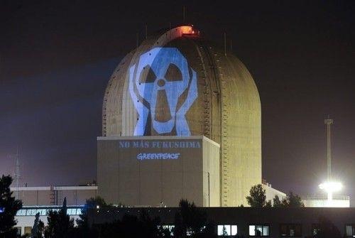 Greenpeace proyectó mensajes antinucleares en las centrales españolas
