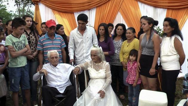 Fotos: Unos ancianos paraguayos se casan por la Iglesia después de 80 años juntos