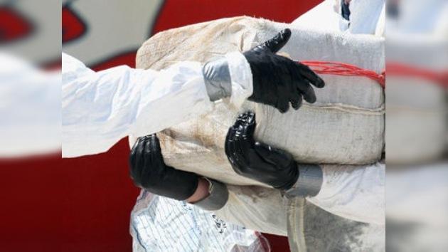 Guardacostas de EE. UU. 'pescan' 1,4 toneladas de droga en el Caribe