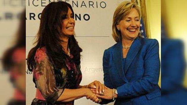 Clinton pide que Argentina y Reino Unido negocien sobre Malvinas