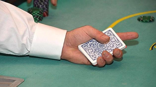 Pierde una apuesta de póquer y se pone un nombre de 99 caracteres