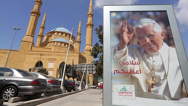 """El papa Benedicto XVI llega al Líbano """"con un mensaje de paz"""""""