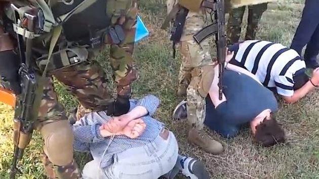 VIDEO: Militares ucranianos maltratan a los periodistas rusos detenidos