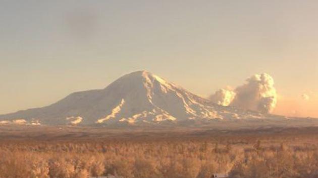 Video: El mayor volcán de Kamchatka entra en erupción