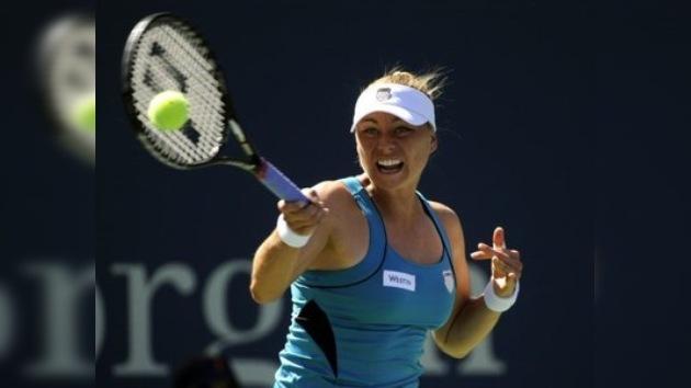 Sharápova y Zvonariora avanzan en el US Open