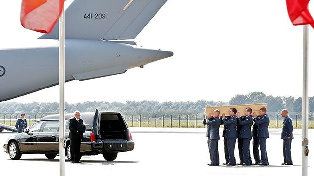 Familias de las víctimas neerlandesas del vuelo MH17 exigen compensación al Gobierno