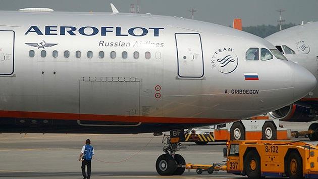 La guardia fronteriza ucraniana obliga a pilotos rusos de Aeroflot a dormir en el avión