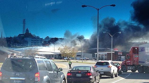 Evacuación en la ciudad estadounidense de Shelbyville por unas explosiones e incendio