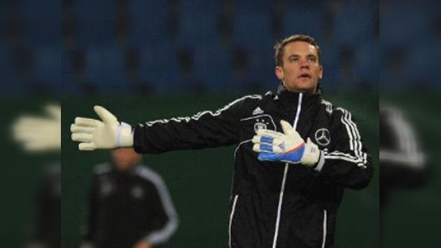 El guardameta del Bayern demuestra sus conocimientos en televisión