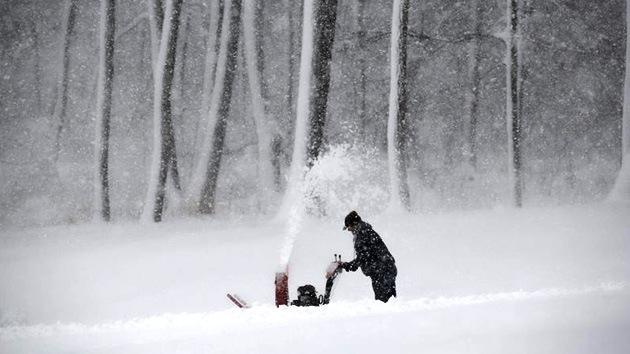 Fotos: Fuertes nevadas dejan a miles de estadounidenses sin electricidad