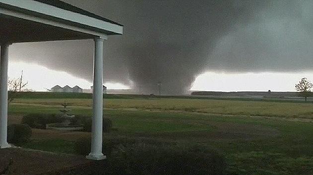 Video: Un fuerte tornado arrasa el estado de Misisipi