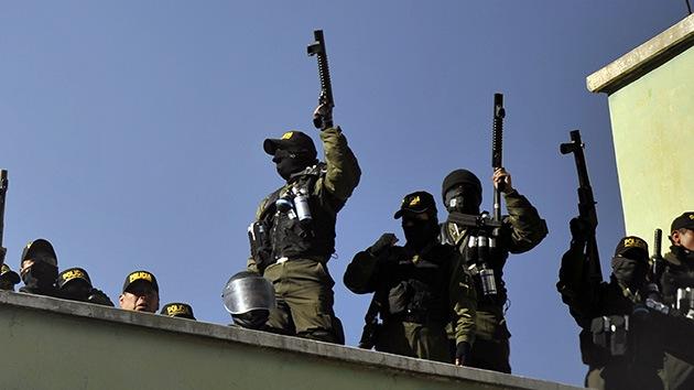 Bolivia: policías amotinados saquean el edificio del Tribunal Disciplinario