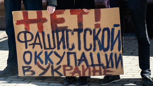 ¡Fascistas no pasarán!: Cerca de 200 personas protestaron frente a la embajada de Ucrania en Moscú