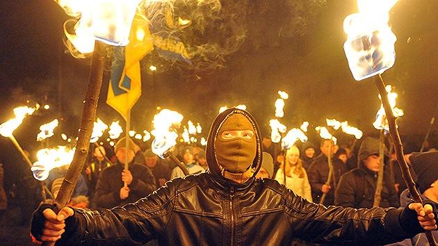 Crimea prohíbe grupos nacionalistas para proteger al pueblo de los radicales del oeste