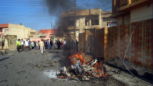 Al menos 23 muertos y 72 heridos tras la explosión de tres coches bomba en Bagdad
