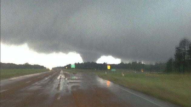 EE.UU.: Fuertes tornados en el estado de Misisipi dejan al menos 9 muertos