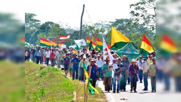 Los indígenas bolivianos marchan contra la construcción de una carretera