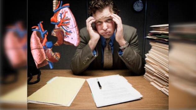 Científicos británicos: trabajar mucho es peligroso para la salud