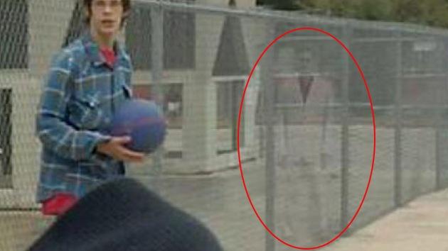 El 'fantasma del traje rosado', ¿deambula alrededor de un colegio en Texas?