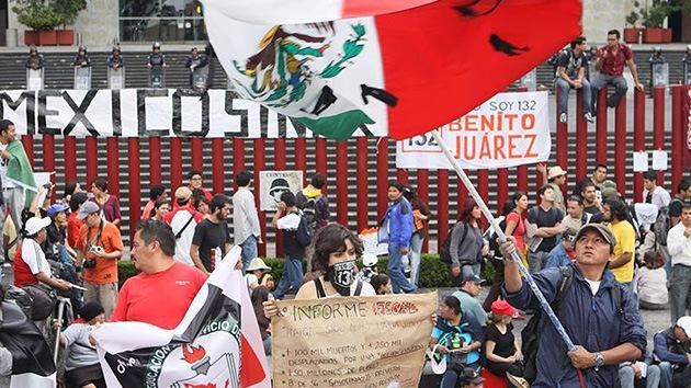 Miles de personas se manifiestan por un México sin PRI y sin Peña Nieto