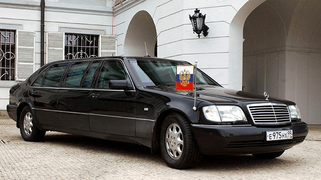 Putin cambia su Mercedes por un coche ruso con un 'motor-zar'