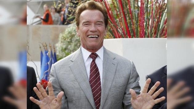 Arnold Schwarzenegger aplaza su regreso al cine