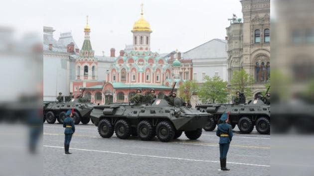La Plaza Roja acoge el tradicional desfile militar del aniversario de la Gran Victoria