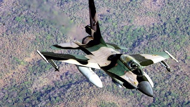 Irán evalúa su potencia aérea con un caza venezolano