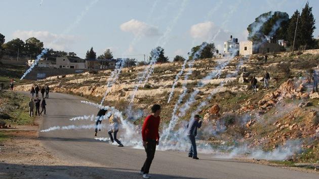 La 'Mofeta' ayuda a los soldados israelíes a 'repeler' a palestinos