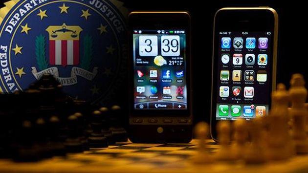 """FBI: """"Si Google y Apple no decodifican información de usuarios, les forzaremos"""""""
