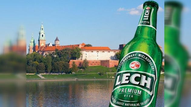 La cerveza Lech Frío, boicoteada en Polonia por una cínica publicidad