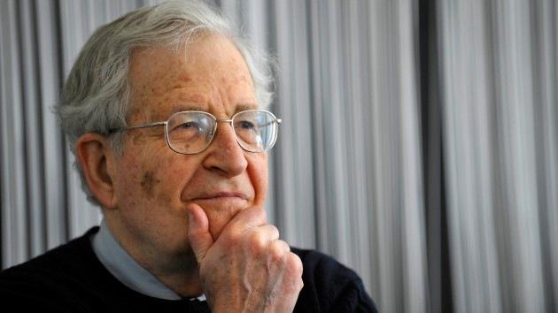 Chomsky pide a Correa a través de una carta en Internet que otorgue el asilo a Snowden