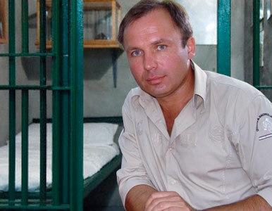 Los abogados del piloto ruso acusado de narcotráfico piden cerrar el caso