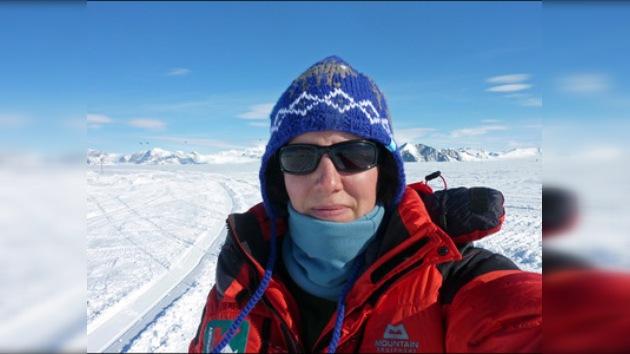 Una británica se convierte en la primera mujer en cruzar el Antártico en solitario