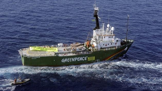 Un barco de Greenpeace entra en el Ártico pese a la prohibición rusa