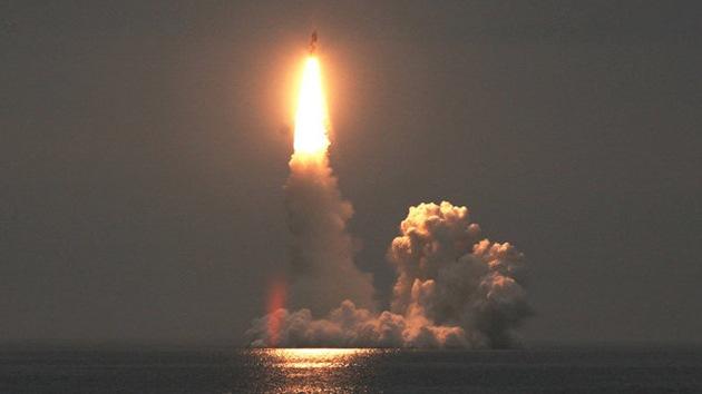 Un submarino nuclear ruso de clase Boréi sale al mar para probar el misil Bulava