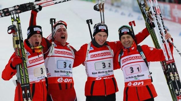 Biatletas noruegos provocan un escándalo al bajarse los pantalones en una prueba