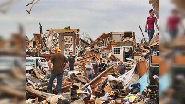 La ola de tornados llega a Oklahoma y Kansas