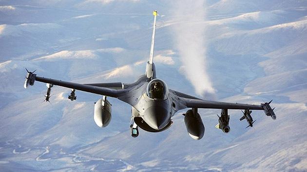 Un caza F-16 de la Fuerza Aérea de EE.UU. se estrella en el Golfo de México