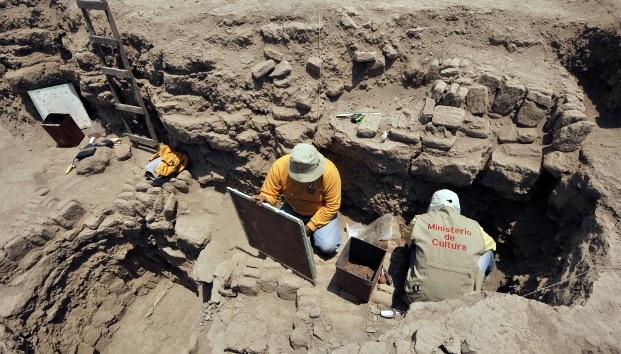 Video, Fotos: Hallan en Perú dos momias precolombinas de 1.000 años bien conservadas