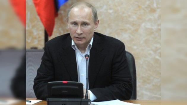 """Putin: """"La democracia funciona si la gente está lista para invertir en ella"""""""