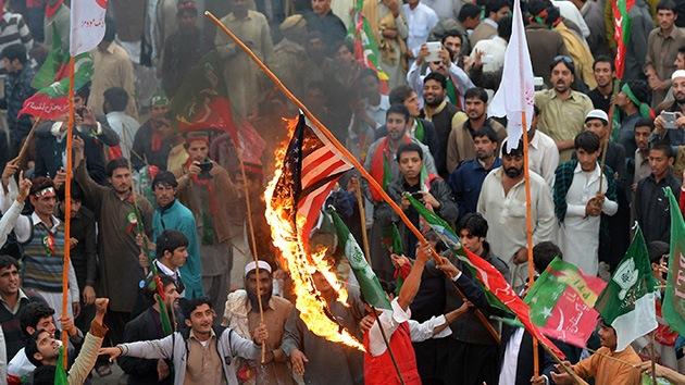 Fotos: Manifestantes en Pakistán bloquean una caravana de la OTAN por los ataques con 'drones'