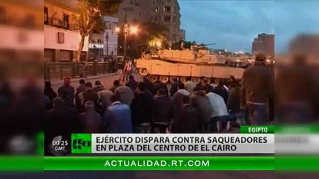 El Ejército dispara contra los saqueadores en el centro de El Cairo