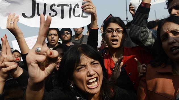 Fotos: enfrentamientos en la India en una protesta por la violación en grupo de una chica