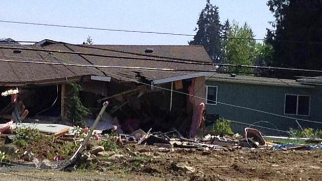 EE.UU.: Detienen a un 'loco' por destruir varias casas con un 'bulldozer'