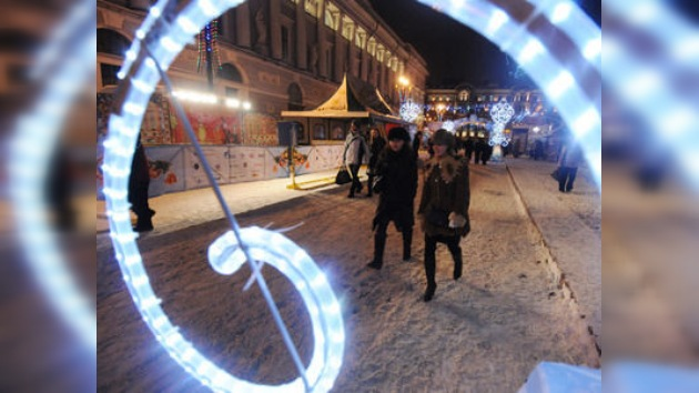 Galletas tradicionales y hockey en la Feria Navideña de San Petersburgo